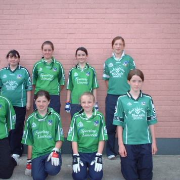 cappagh-girls-handball-team-at-the-handball-munster-finals-2005