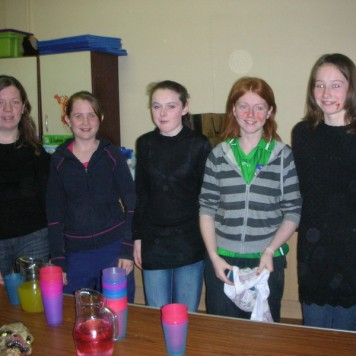 cappaghs-mini-youth-committee-in-training-helping-out-at-the-halloween-party-2008